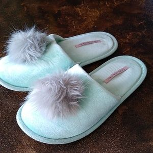 Victoria secret slipper L